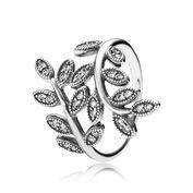Anello con foglie in argento e zirconia cubica