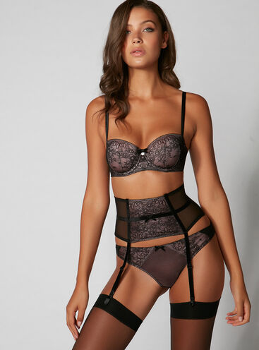 Sleek lace waspie